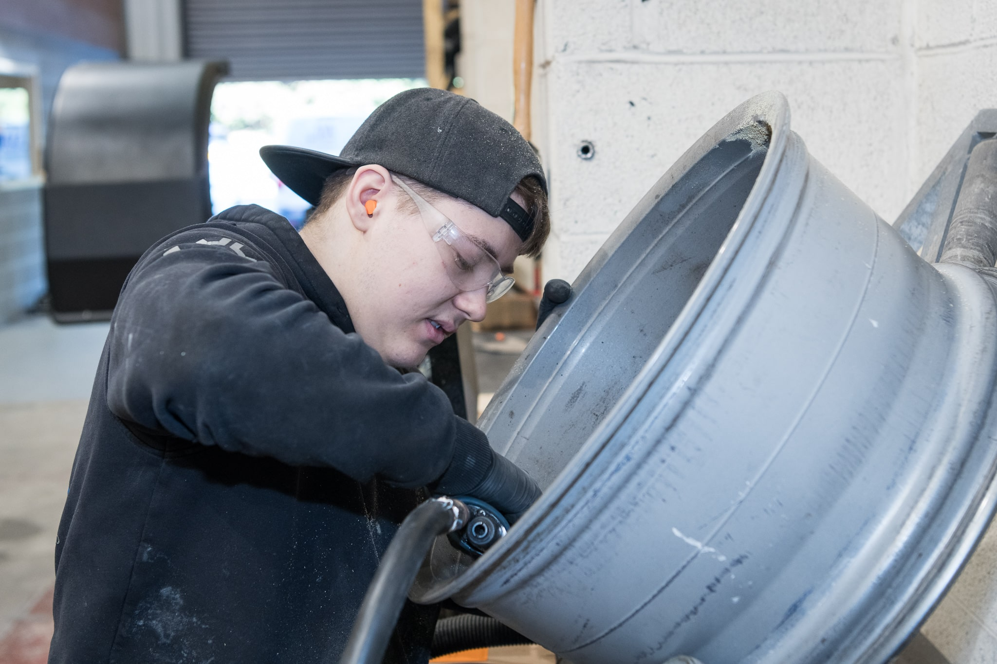 DA Tech apprentice alloy wheel repair