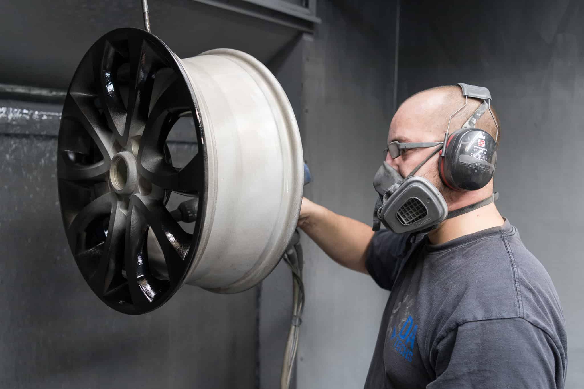 DA Techs alloy wheel painting and polishing