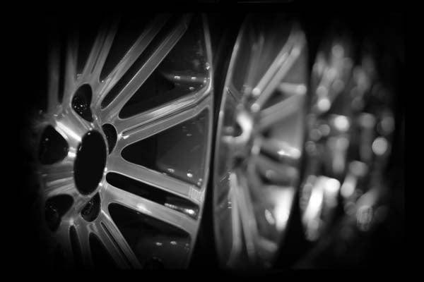 set of four Da Techs diamond cut alloy wheels oin black and white